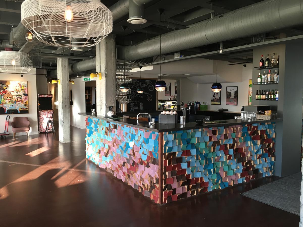 Base Hotel - Bar2
