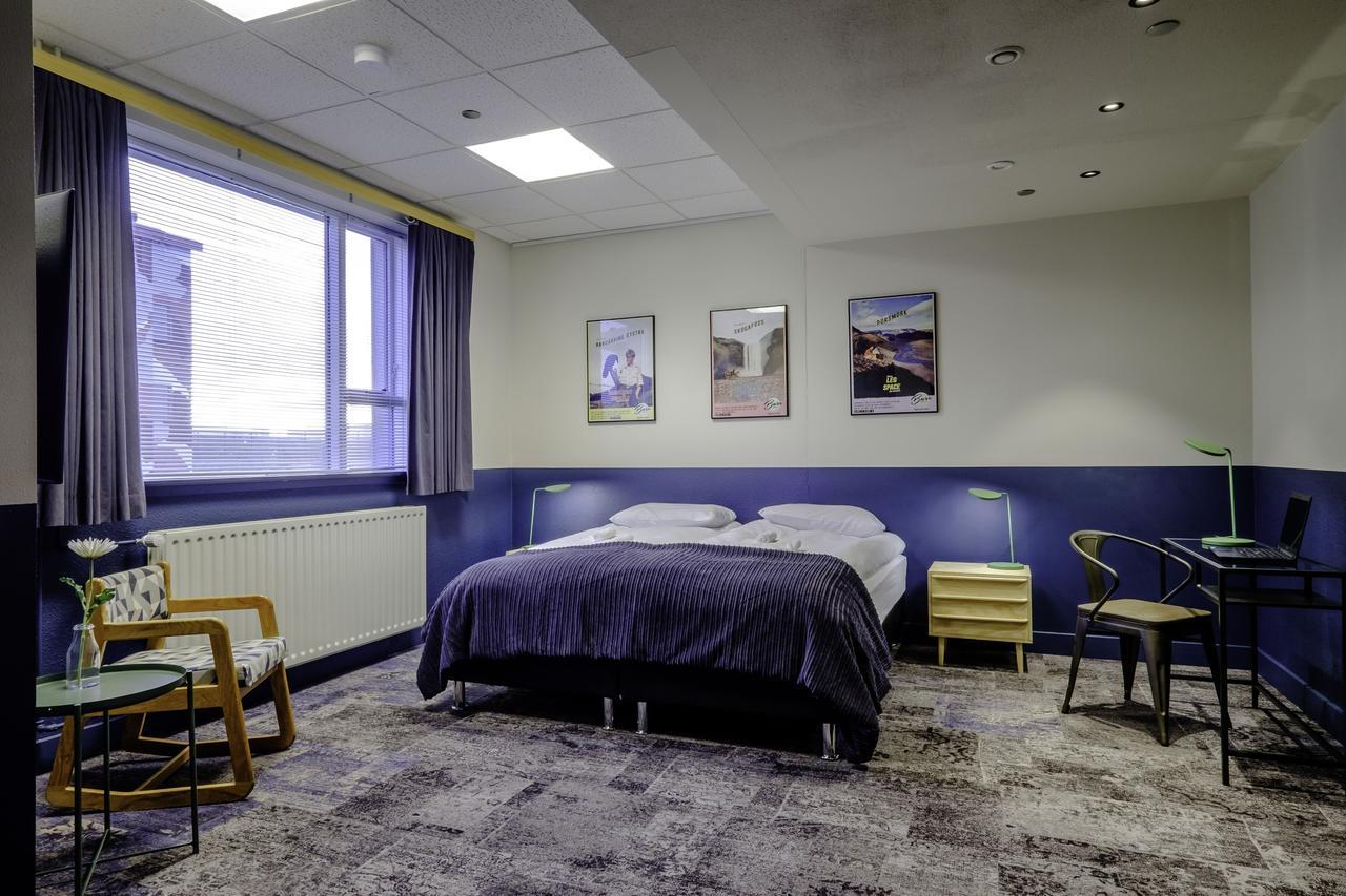 Base Hotel - Room 2