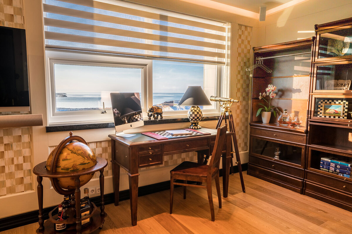 Diamond Suites - Library suite