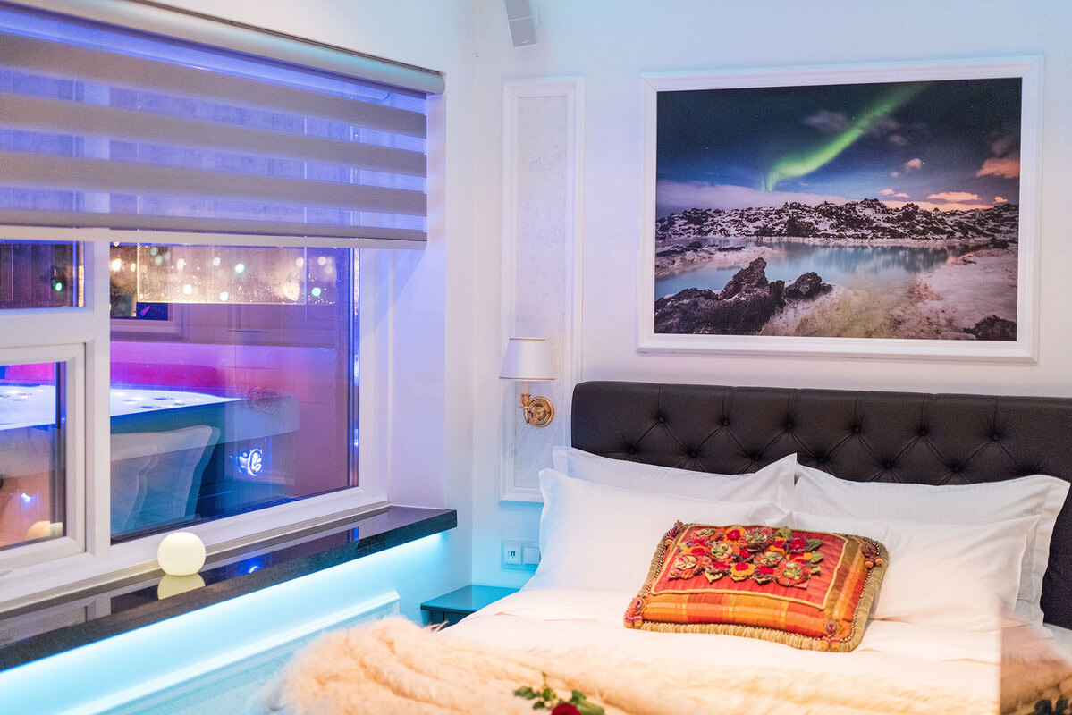 Diamond Suites - Sapphire bed