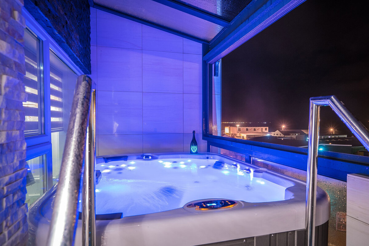 Diamond Suites - Sapphire hot tub